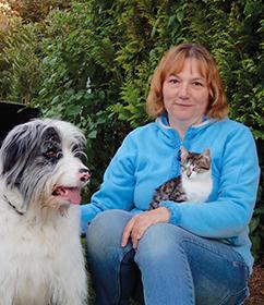 Martina Blum mit Hund und Katze